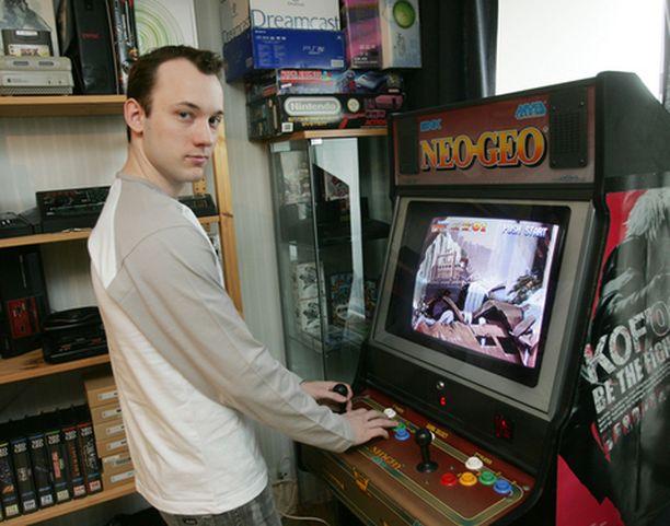 Janne Kaitilan koti on täynnä Nintendo-konsoleita.