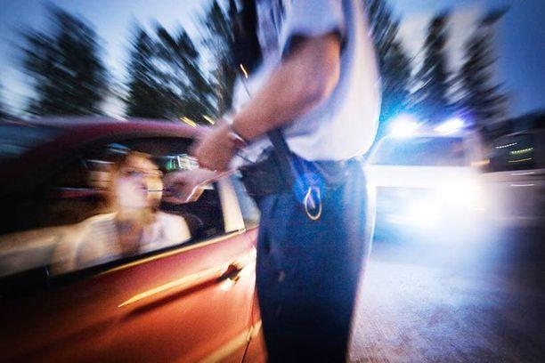 Kansalaisaloitteet ajavat muun muassa pienten synnytysyksiköiden säilyttämistä ja rattijuoppojen tuomioiden tiukentamista.