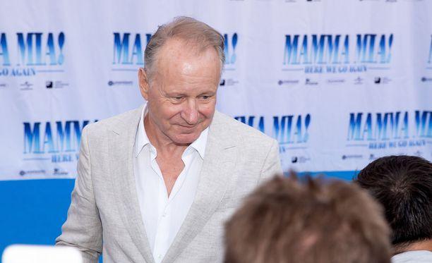 Näyttelijä Stellan Skarsgård tunnustaa nolostelleensa laulaessaan ABBA-kappaleita Björn Ulvaeuksen ja Benny Anderssonin edessä.