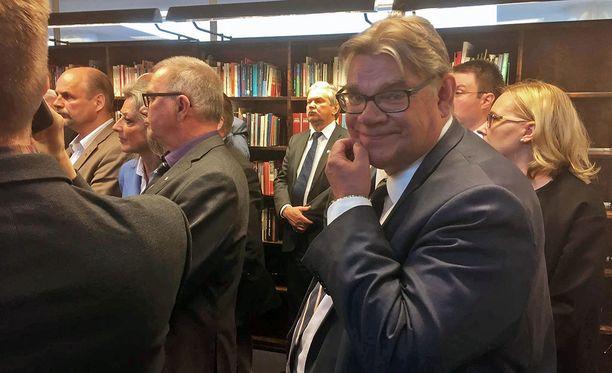 Timo Soini tiedotustilaisuudessa, jossa kerrottiin, että joukko kansanedustajia jättää perussuomalaisten eduskuntaryhmän.
