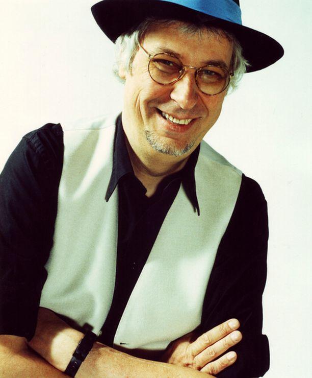 Hasse Walli syntyi muusikkoperheeseen Helsingissä 10.2. 1948.