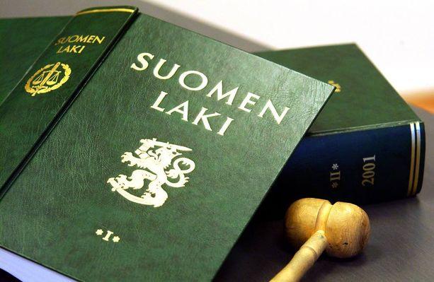 Kuvituskuva. Rikos- ja prosessioikeuden professori Matti Tolvanen Itä-Suomen yliopistosta pitää nykyisiä rikoslain pykäliä riittävinä.