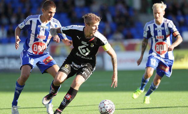 Petteri Pennanen teki esityön KuPSin 1-1-tasoitusosumaan.