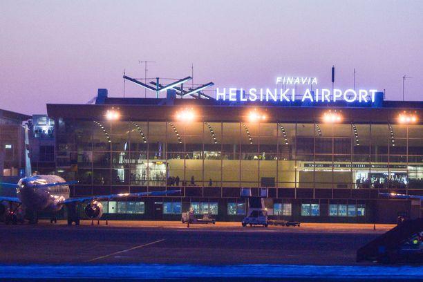 Finnair kehottaa matkustajia saapumaan lennoille tänään perjantaina ajoissa.