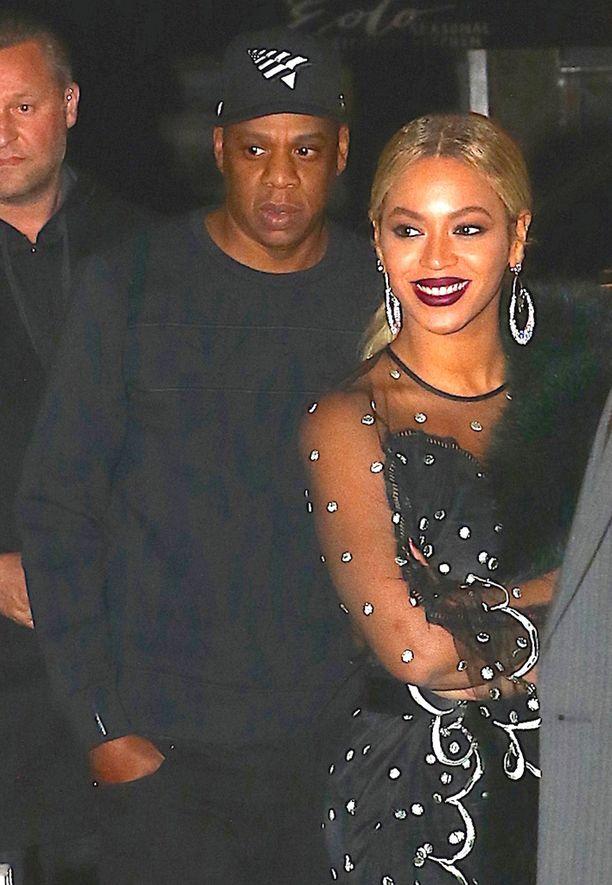 Marraskuussa Beyoncé peitti mahansa takilla Saturday Night Live-sarjan jatkojen jälkeen.