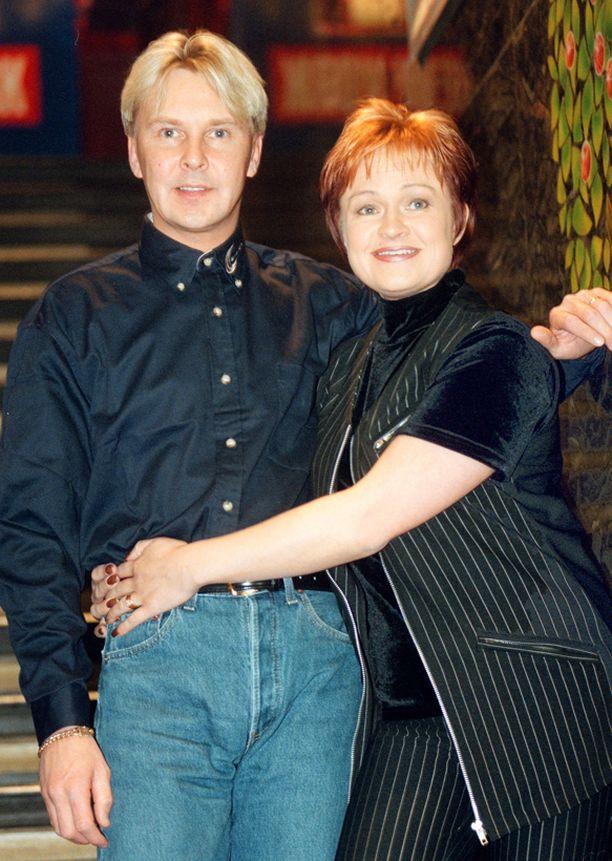 Vuonna 1996 Matti avioitui Sari Paanalan kanssa ja otti hänen sukunimensä. Parin erottua Matti otti takaisin oman nimensä.