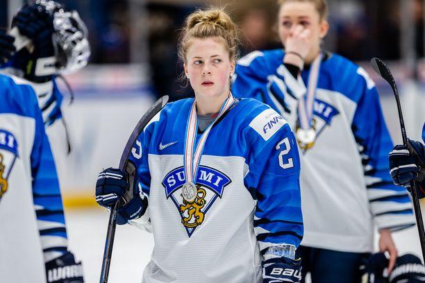Sanni Hakalan ilmeestä ei tietäisi, että Suomi venyi Espoossa historialliseen MM-saavutukseen. Ensimmäiseen hopeamitaliinsa.