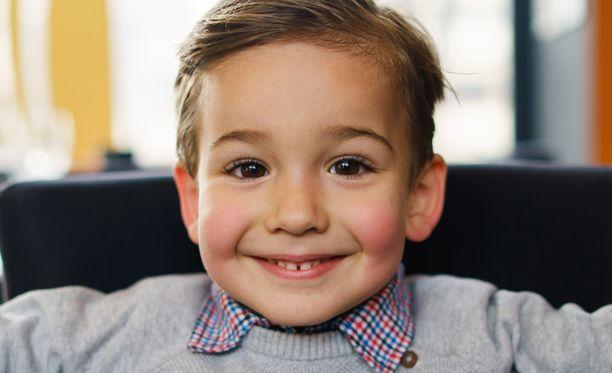 Arjan kertomassa tarinassa pikkupojan kommentti sai työmiehet nauramaan ja äidin kiihdyttämään vauhtia. Kuvituskuva.