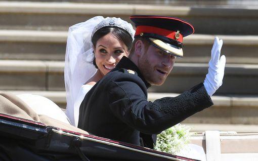 Harry ja Meghan viettivät toista hääpäiväänsä – merkkipäivä ohitettiin täysin hovin virallisissa kanavissa