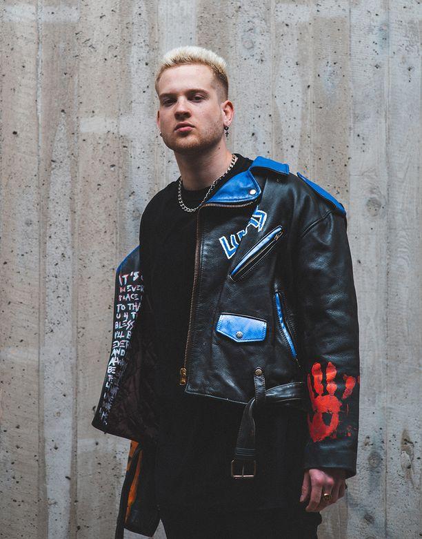 Lukas Leon on Cheekin levy-yhtiön artisti.