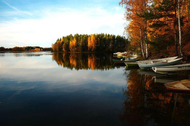 Vuodenaikojen vaihtelu näkyy selvästi. Matkailija kohtaa erilaisen maan vieraillessaan Suomessa eri aikoihin vuodesta.