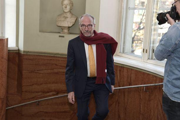 """Nils Torvaldsin mukaan poliittiseen järjestelmään kuuluu jyrkkä muutos presidentinvaalien viimeisten viikkojen aikana sekä toinen kierros. Sauli Niinistö korkea kannatus on Torvaldsin mukaan silti myönteinen asia - muutoin maassa olisi jotakin """"perustavanlaatuista väärin päin""""."""