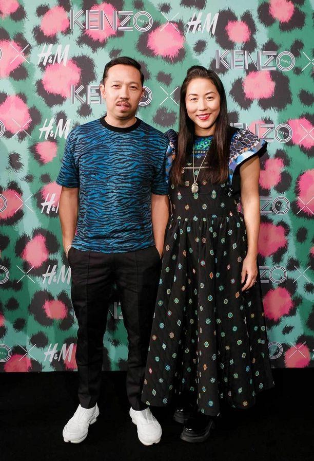 Humberto Leon ja Carol Lim KENZO x H&M -malliston näytöksessä New Yorkissa.