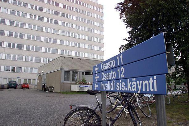 Käräjäoikeus on tuominnut kaksi Kainuun keskussairaalan kirurgia hoidon laiminlyönnistä. Potilas kuoli viivyttelyn seurauksena.