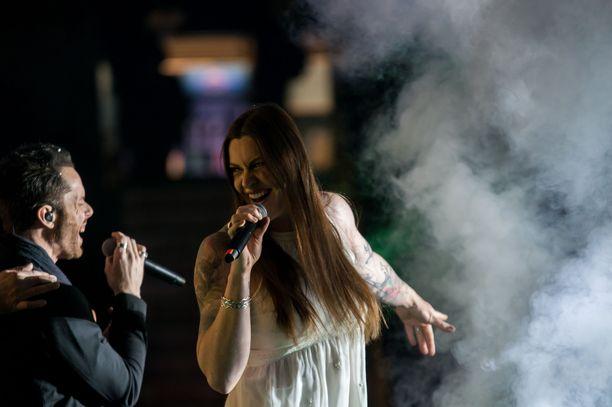 Kuva otettu  Lappeenrannan tämänvuotisesta Raskasta Joulua -konsertista. Nightwishin Floor Jansenin kanssa duetoi ensimmäistä kertaa kiertueella mukana oleva ruotsalaissolisti Tommy Karevik. Molemmat nähdään Hartwall Arenalla.
