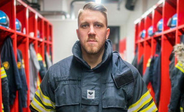 Jussi Sintonen työskentelee palomiehenä Keski-Uudenmaan pelastuslaitoksella.