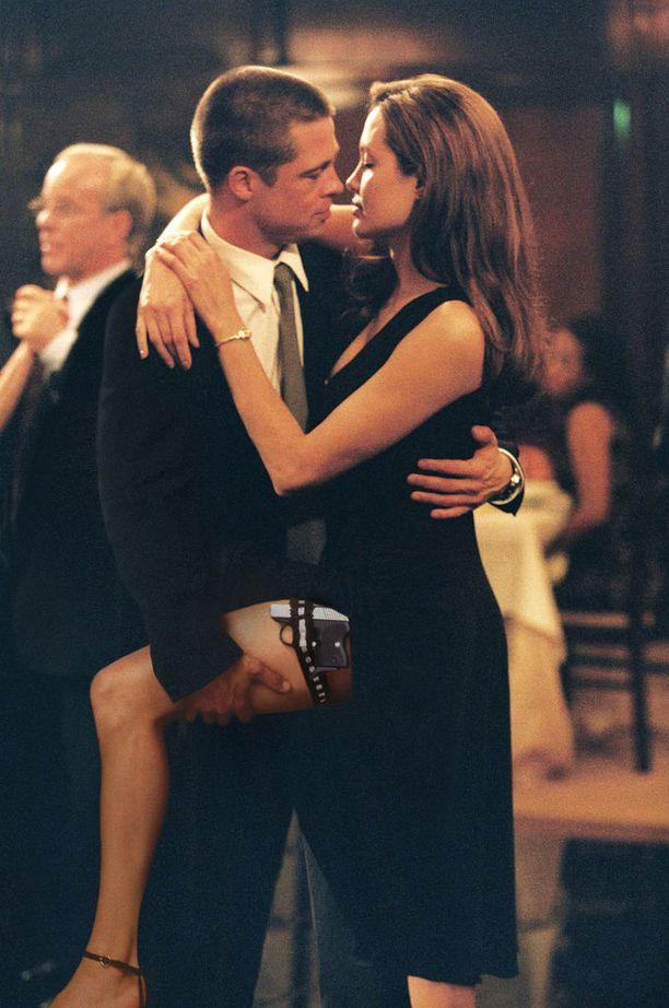 Pitt ja Jolie tutustuivat ja ystävystyivät yhteisen elokuvan kuvauksissa.