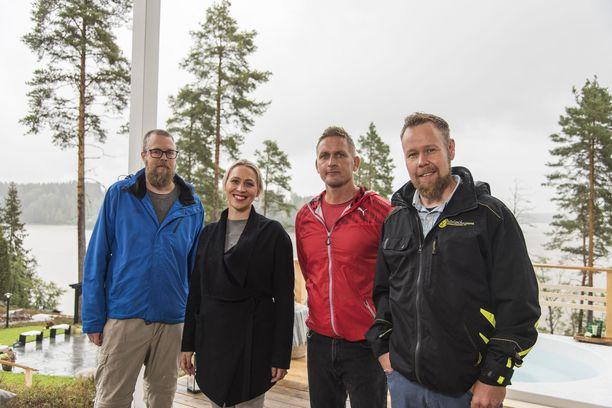 Illan jaksossa Huvilan ja Huussin suunnittelijaryhmä pääsee töihin Tuomas Kyrön mökille.