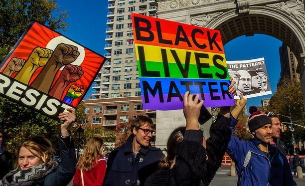 Poliisien mustia kohtaan osoittamaa väkivaltaa vastustettiin mielenosoituksessa New Yorkissa syyskussa.