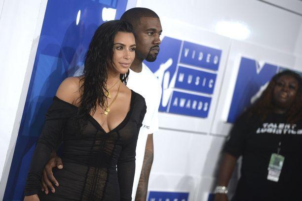 Kim Kardashian ja Kanye West ovat olleet naimisissa vuodesta 2014 alkaen. Parilla on neljä yhteistä lasta.
