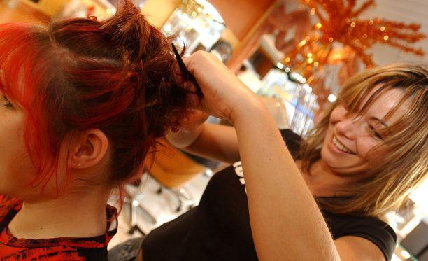 Kampaamoita ei suositella värjäämään alle 16-vuotiaan hiuksia ilman huoltajan lupaa.