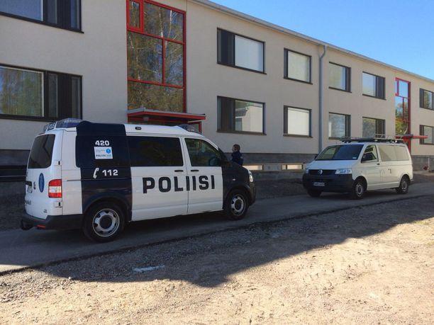 Sarjakuristaja Michael Penttilän asunnolla tehtiin perjantaina tutkintaa.
