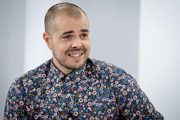 Ari Koponen vieraili helmikuussa IL-TV:n Sensuroimaton Päivärinta -ohjelmassa - ilman Brtoher Christmas -hahmon partaa.