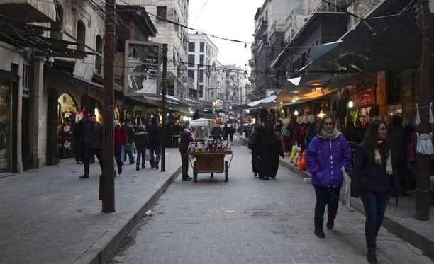 Syyriassa puoliltaöin alkaneen tulitauon ensihetket ovat tiettävästi olleet rauhallisia.