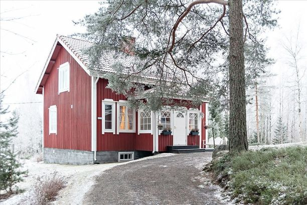 Talo on alunperin rakennettu vuonna 1946 ja saneerattu vuonna 2012.
