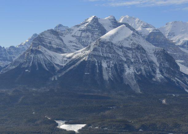 Canadian Rockies -vuorijono Kanadassa, Albertassa.