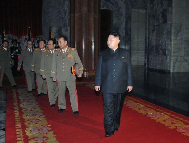 Kim Jong-il kuoli vuonna 2011, jolloin hänen poikansa Kim Jong-un esiintyi huomattavasti hoikemmassa kunnossa kuin nykyään.