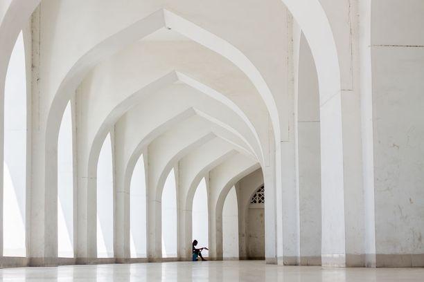 Myös seitsemänneksi tulleen kuvan kohde on nähty jo aiemmin, sijalla kolme. Tässä Baitul Mukarramin moskeijassa otetussa kuvassa ei ole tietoakaan rukoushetken ruuhkasta.