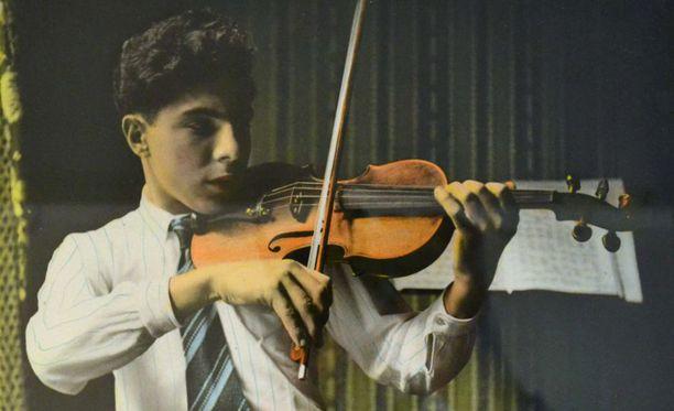 Andy Factor oli musikaalinen ja hänestä tulikin myöhemmin ammattimuusikko.