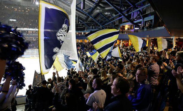 Bluesin faniklubin puheenjohtajan mukaan Espoossa on ollut osaamatonta porukkaa.