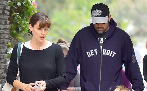 Jennifer ja Ben kuvattiin yhdessä kesäkuun puolessa välissä vihannesostoksilla ennen erouutisen julkistamista.