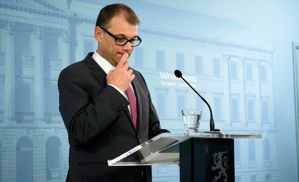 Nykyisten oppositiopuolueiden puheenjohtajat muistuttavat pääministeri Juha Sipilän johtaman keskustan käyttäytyneen oppositiossa juuri samalla tavalla, mistä Sipilä nyt oppositiota moittii.