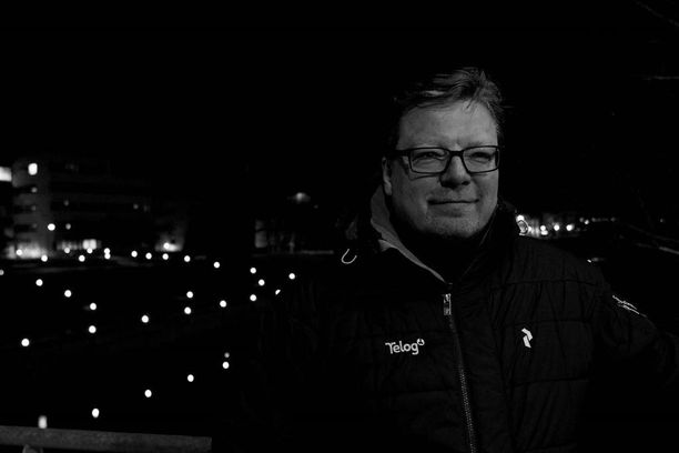 Telogin sähköverkkoliiketoiminnan johtaja, seinäjokinen Jukka Kapela myi yhtiönsä televerkkourakoitsija Netelille.
