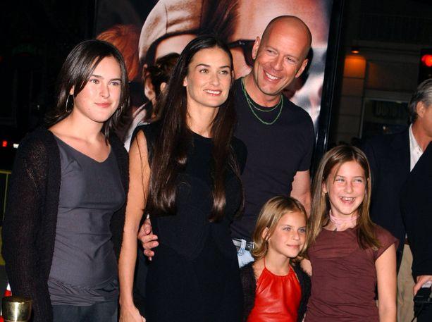 Bruce Willis ja Demi Moore lapsineen vuonna 2001.