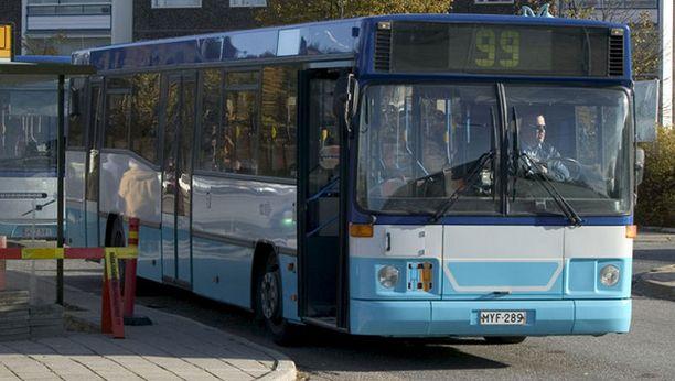 Bussilippujen hintojen nostoa ei ole vielä suljettu pois.
