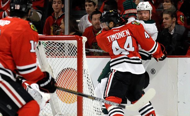 Kimmo Timonen laittoi Minnesotan Mikko Koivun seinälle.