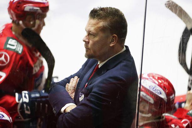 Jarno Pikkarainen piti mölyt mahassaan kommentoidessaan Anton Lundellin suihkutuomiota.
