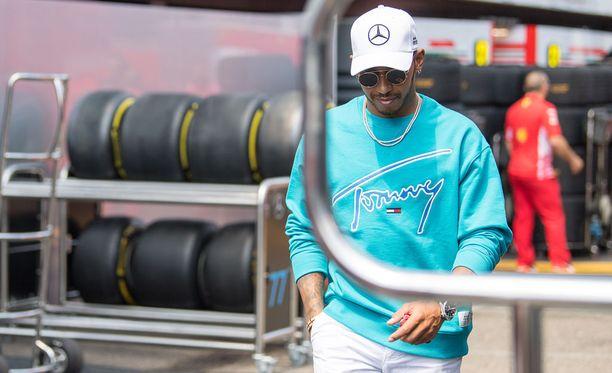 Lewis Hamilton saapui Hockenheimringille tuore jatkosopimus taskussaan.