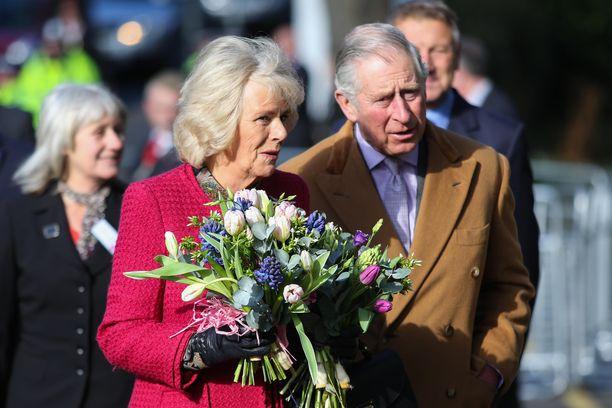 Camilla ja Charles ovat tunteneet pitkään. Naimisissa pari on ehtinyt olla 15 vuotta.