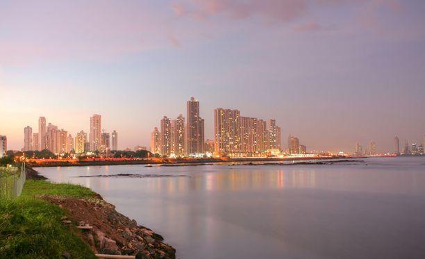 Panamassa on suuria sademetsiä ja myös urbaania kaupunkiympäristöä.