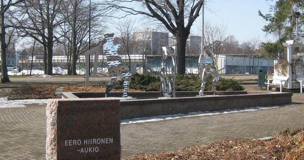 Sapokan vesipuistossa on useita Eero Hiirosen teräsveistoksia.