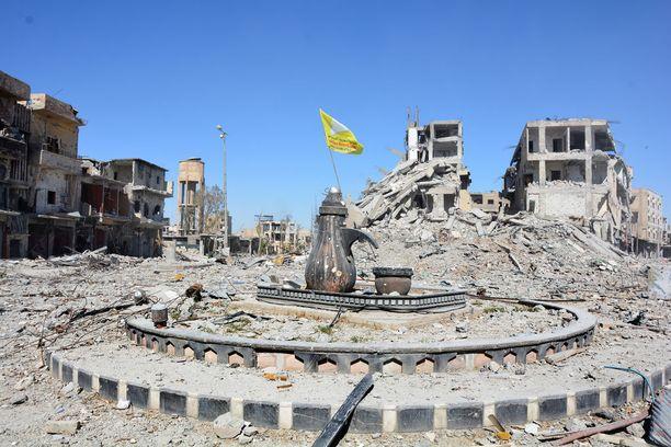 Al-Na'imin liikenneympyrä kuvattiin Raqqassa kaupungin vapauttamisen jälkeen lokakuussa. Liikenneympyrä toimi Isisin tekemien julkisten teloitusten paikkana.