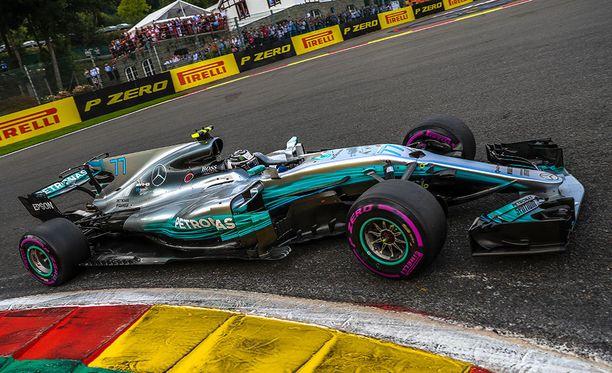 Valtteri Bottaksella ja Lewis Hamiltonilla ei ollut kisaan käytettävänä yksiäkään uusia ultrapehmeitä renkaita.