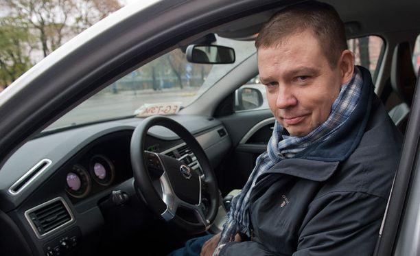 VALMISTA TULI! Moskovaan suuntaava Jari Ahde istahti tyytyväisenä Volvonsa rattiin, kun alla oli huolletut talvirenkaat.