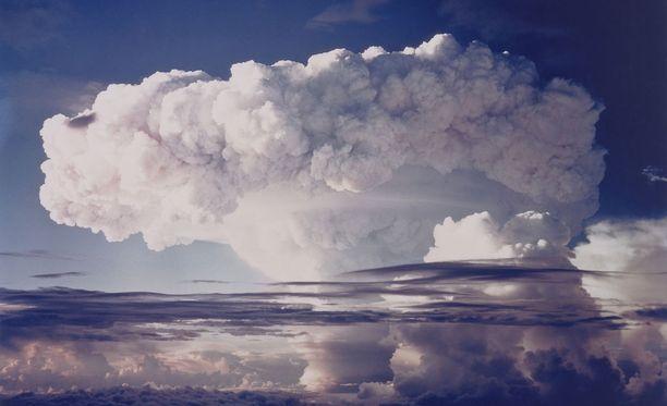 Kuva ensimmäisen vetypommin räjäytyksestä 1952.