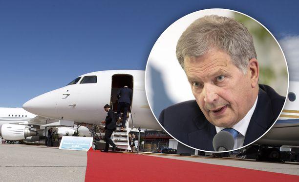Suomen tasavallan presidentti Sauli Niinistö kysyy Twitterissä, kohtaavatko sanat ja teot päättäjien lentäessä yksityiskoneilla Sveitsiin keskustelemaan ilmastonmuutoksesta.